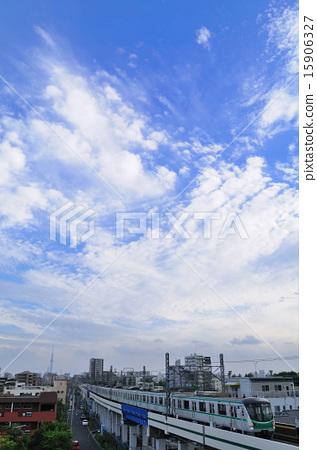 รถไฟซีรีส์ 16,000 แห่งท้องฟ้าสีฟ้าและเมฆสีขาวและสายโตเกียวเมโทรชิโยดะ 15906327