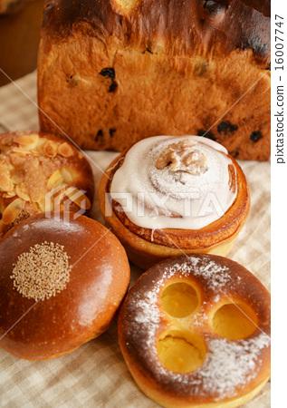 Bread 16007747