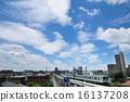 มีเมฆจำนวนมากและรถไฟซีรีส์ 05 ของรถไฟโตเกียวเมโทรชิโยดะ 16137208