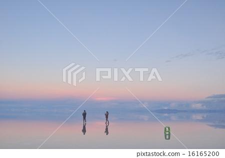 When the night is over Uyuni salt lake 16165200