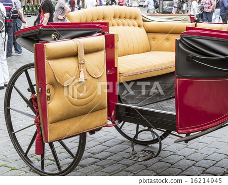 Beautiful old carriage for turists 16214945