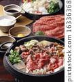 寿喜烧 华丽 锅里煮好的食物 16336368