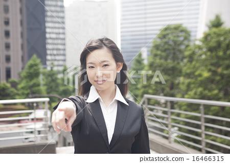 정장 차림의 여자 16466315