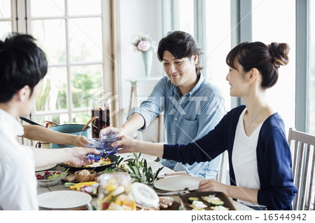 家庭聚会,用餐 16544942