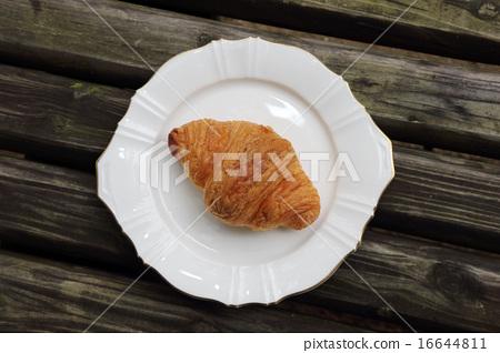 Croissant 16644811