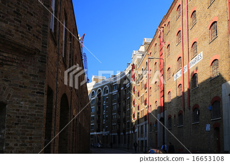 Warehouse streets in London 16653108