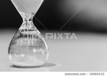hourglass 16668410