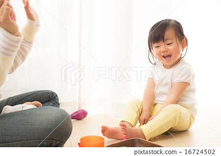 즐겁게 놀 아기 16724502