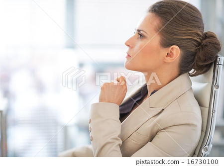 Portrait of thoughtful business woman in office 16730100