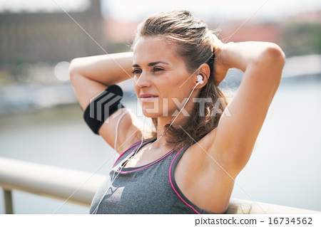Portrait of relaxed fitness young woman in the city 16734562