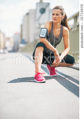 Portrait of fitness young woman in the city 16734630