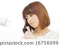 吹头发 刷子 严肃的表情 16756099