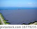 ソーラーパネルが並ぶ巨大な太陽光発電所 / Large solar park 16779235