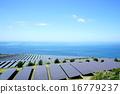 ソーラーパネルが並ぶ巨大な太陽光発電所 / Large solar park 16779237