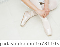발레 모습의 10 대 소녀 16781105