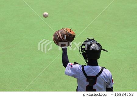 Catching a ball 16884355