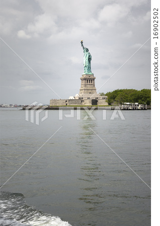 Statue of Liberty in New York 16902502