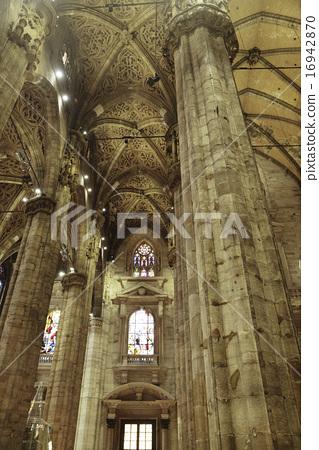 밀라노의 두오모 (측면 현관), 천장과 기둥 16942870
