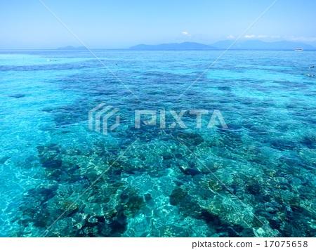 Ocean of remote island 17075658