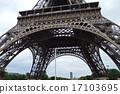 埃菲尔铁塔的底部 17103695