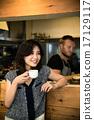 咖啡館店員和顧客 17129117