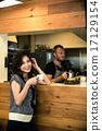 咖啡館店員和顧客 17129154