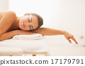 massage, relaxing, young 17179791