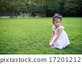 公園で遊ぶ女の子 17201212