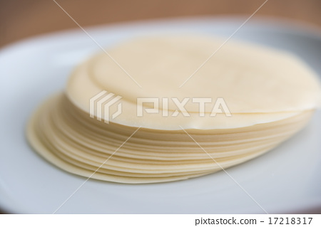 Making dumplings 17218317