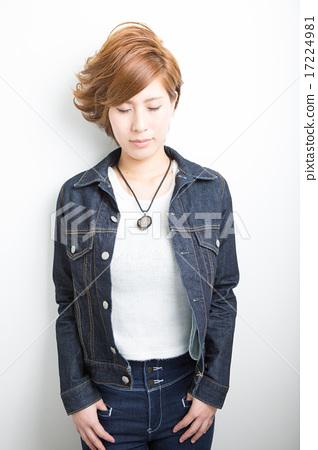 Short hair women 17224981