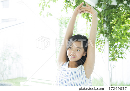 青少年 少女 伸展 17249857