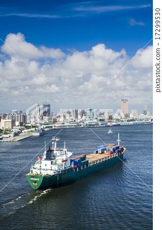 進港的貨輪 17299530