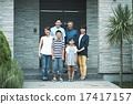 家人在家裡度過 17417157