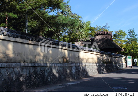 Kami Tenryu-ji Tower head Temple ground and the mountains gate 17438711
