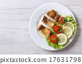 烤 油炸的 沙拉 17631798