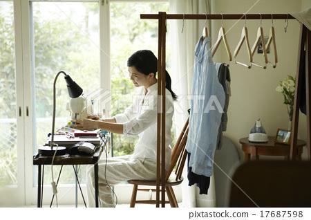 做家事的婦女 17687598