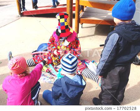 어릿 광대와 어린이 17702528