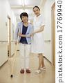 護士 老人 拐杖 17769940