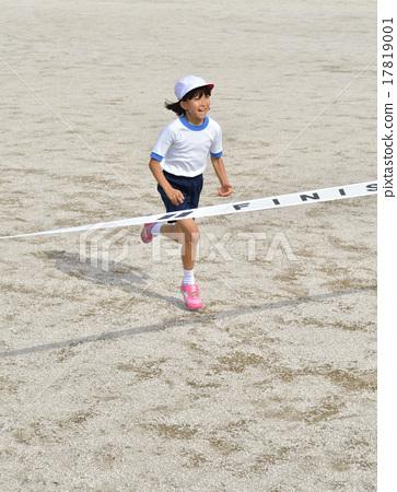 달리는 소녀 (체육복, 골 테이프) 17819001
