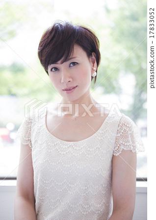성인 여성 17833052