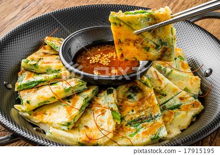 부침개 한국 음식 아시아 오코노미 야키 jijim and iron pan Korean food 17915195