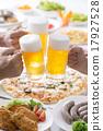 啤酒 淡啤酒 装在杯子的啤酒 17927528