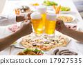 啤酒 淡啤酒 裝在杯子的啤酒 17927535