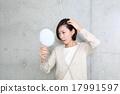 髪を気にする女性 17991597