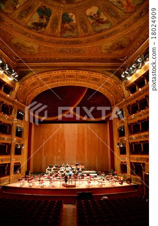 新古典主義風格的雄偉歌劇,巴勒莫的馬西莫劇院 18024909