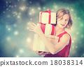 有礼物盒的一名妇女 18038314