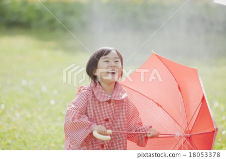 비오는 날 여자 18053378