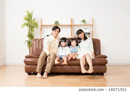 一個家庭 18071501