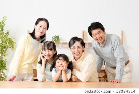 三代人 家庭 家族 18084514