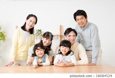 一個家庭 18084529